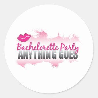 ¡El partido cualquier cosa de Bachelorette va! Pegatina Redonda