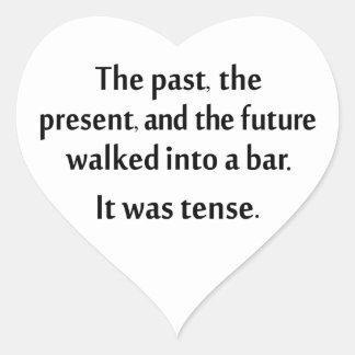 El pasado, el presente, y el futuro caminaron en pegatina en forma de corazón