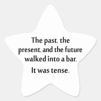 El pasado, el presente, y el futuro caminaron en pegatina en forma de estrella