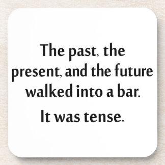 El pasado, el presente, y el futuro caminaron en posavaso