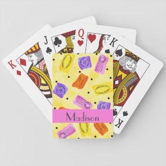 El pasaporte amarillo del vintage sella el nombre cartas de juego
