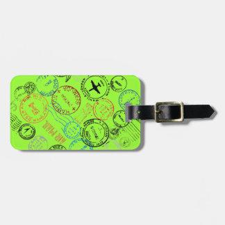 El pasaporte sella etiquetas del equipaje etiqueta para equipaje