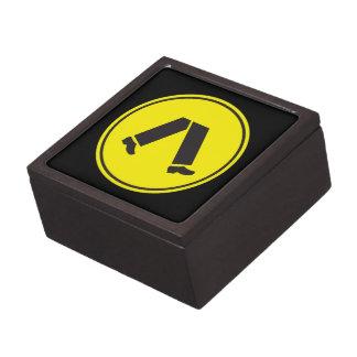 El paso de peatones, trafica la señal de peligro, caja de regalo de calidad