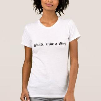 El patín tiene gusto de una camiseta del chica (el camisas