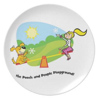 El patio del chucho y de la gente placa platos