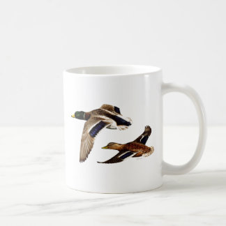 El pato silvestre Ducks el vuelo Taza Básica Blanca