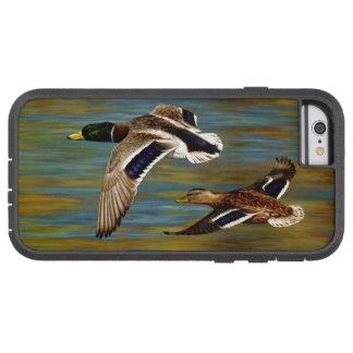 El pato silvestre Ducks volar sobre la charca Funda Para iPhone 6 Tough Xtreme