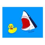 El pato y la postal del arte del Doodle del tiburó