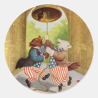 El patriota lleva el anillo Liberty Bell Pegatina Redonda