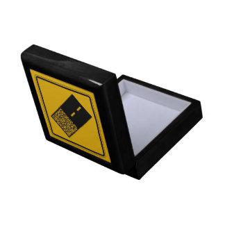 El pavimento termina 2, señal de peligro del caja de regalo cuadrada pequeña