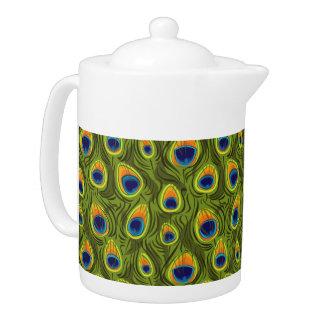 El pavo real bonito empluma el pote del té del