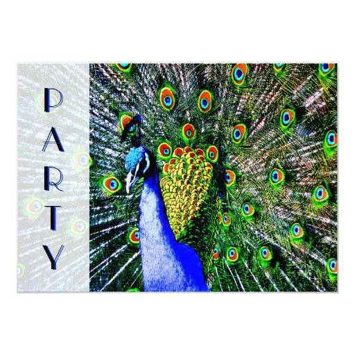 El pavo real colorido empluma la invitación