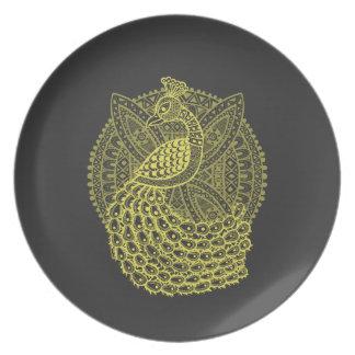El pavo real del oro plato para fiesta