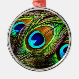El pavo real empluma la invasión - adorno redondo plateado