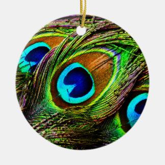 El pavo real empluma la invasión - adorno redondo de cerámica