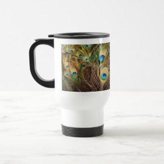 El pavo real empluma la taza