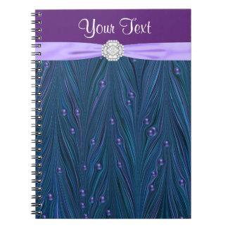 El pavo real gotea el cuaderno espiral azul del tr