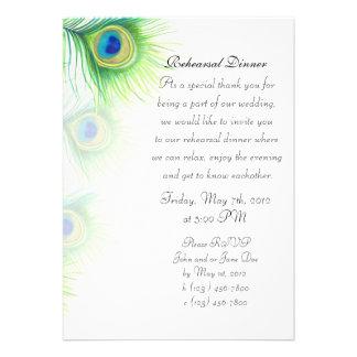El pavo real pintado a mano empluma la cena del en invitacion personalizada