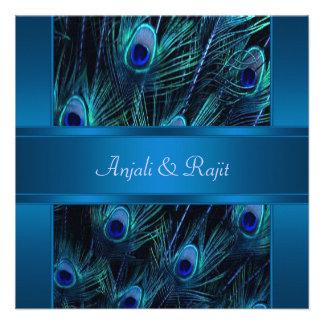 El pavo real púrpura del azul real empluma el boda