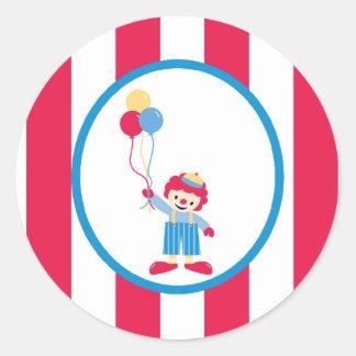 el payaso lindo de la diversión del circo del pega
