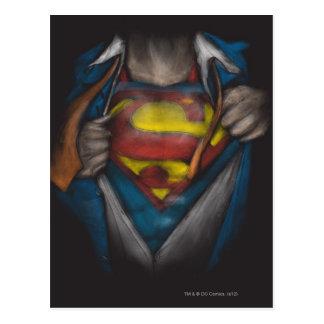 El pecho del superhombre el   revela el bosquejo postal