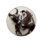 El pedazo de la mejilla de un caballo mordió bajo  reloj redondo mediano