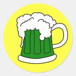 El pegatina de St Patrick verde de la cerveza