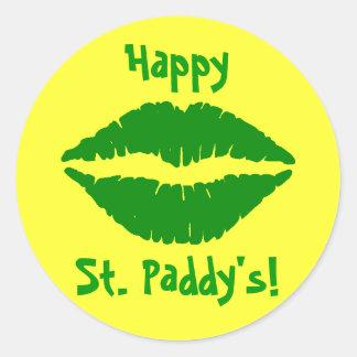 El pegatina de St Patrick verde del beso