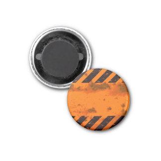El peligro aherrumbrado raya el fondo imán redondo 3 cm
