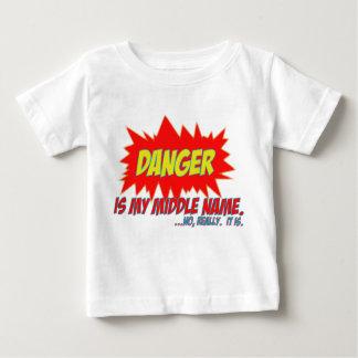 El peligro es mi nombre medio playera de bebé