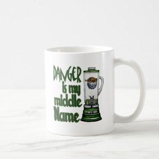 El peligro es mi nombre medio taza de café