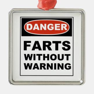 El peligro Farts sin el cuidado Adorno Cuadrado Plateado