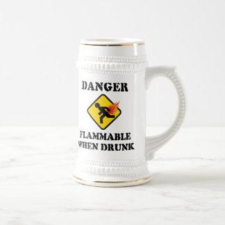 El peligro inflamable cuando es borracho Fart Jarra De Cerveza