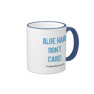 El pelo azul no cuida la taza
