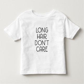 El pelo largo no cuida la camiseta del niño playera de niño