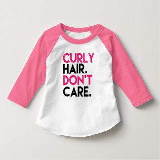 El pelo rizado no cuida el raglán rosado divertido playera