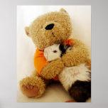 El peluche abraza un conejillo de Indias Impresiones
