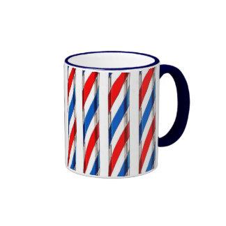 El peluquero raya la taza de café