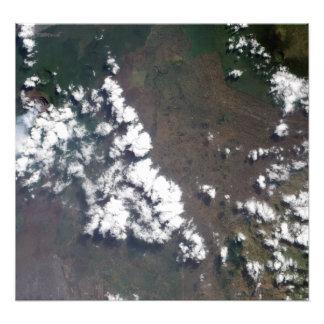 El penacho sube del volcán de Nyiragongo en el Fotografía
