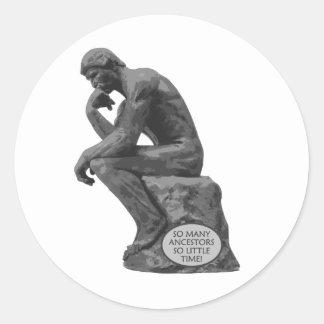 El pensador de Rodin - tan muchos antepasados Etiqueta Redonda