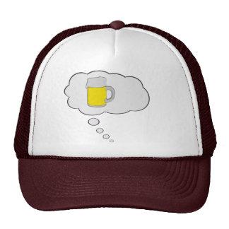 El pensamiento en la cerveza piensa el gorra de la