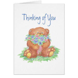 El pensamiento en usted florece y el oso de peluch tarjeta de felicitación