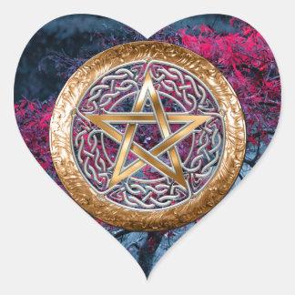 El Pentagram pagano de Wiccan altera el paño Pegatina En Forma De Corazón