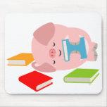 El pequeño aficionado a los libros (cerdo lindo) d mousepad