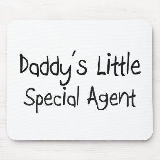 El pequeño agente especial del papá alfombrilla de ratones
