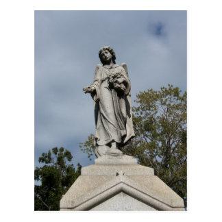 El pequeño ángel de piedra tarjetas postales