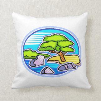 el pequeño árbol por los bonsais del agua tiene gu almohada