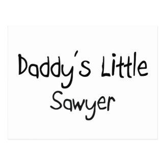 El pequeño aserrador del papá postal