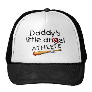 El pequeño atleta del papá gorro de camionero