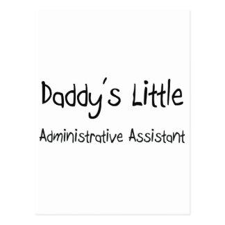 El pequeño ayudante administrativo del papá postal